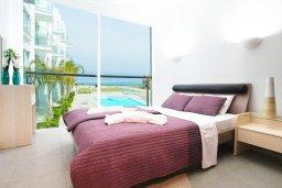 Спальня. Кипр, Фиг Три Бэй Протарас : Роскошный апартамент в 100 метрах от пляжа,  с отдельной спальней и балконом с видом на море, в комплексе с бассейном и тренажерным залом
