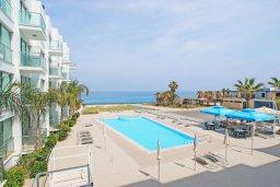 Вид на море. Кипр, Фиг Три Бэй Протарас : Роскошный апартамент в 100 метрах от пляжа,  с отдельной спальней и балконом с видом на море, в комплексе с бассейном и тренажерным залом