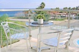 Балкон. Кипр, Фиг Три Бэй Протарас : Апартамент в 100 метрах от пляжа, с отдельной спальней и балконом с видом на море, в комплексе с бассейном и спа-центром