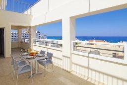 Балкон. Кипр, Каво Марис Протарас : Пентхаус в 100 метрах от пляжа, с 3-мя спальнями, 2-мя ванными комнатами и балконом с видом на море