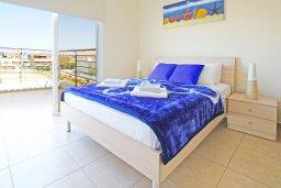 Спальня. Кипр, Каппарис : Уютный апартамент с гостиной, двумя спальнями и балконом с видом на море