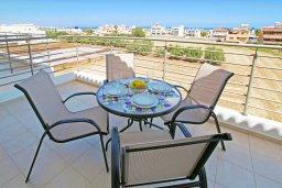 Балкон. Кипр, Каппарис : Уютный апартамент с гостиной, двумя спальнями и балконом с видом на море