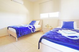 Спальня 2. Кипр, Каппарис : Уютный апартамент с гостиной, двумя спальнями и балконом с видом на море