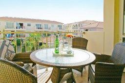 Балкон. Кипр, Каппарис : Уютный просторный апартамент с гостиной, двумя спальнями и балконом