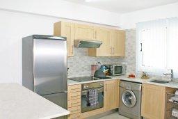 Кухня. Кипр, Каппарис : Уютный просторный апартамент с гостиной, двумя спальнями и балконом