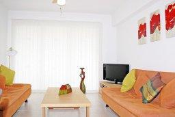 Гостиная. Кипр, Каппарис : Уютный просторный апартамент с гостиной, двумя спальнями и балконом