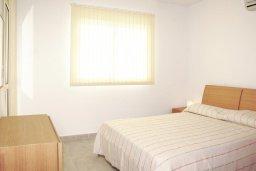 Спальня. Кипр, Каппарис : Уютный просторный апартамент с гостиной, двумя спальнями и балконом