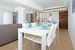 Обеденная зона. Кипр, Каво Марис Протарас : Потрясающий апартамент в 100 метрах от пляжа, с двумя спальнями и балконом с шикарным видом на море