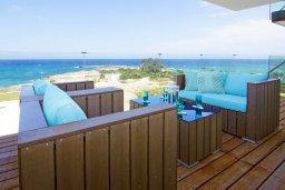 Балкон. Кипр, Каво Марис Протарас : Потрясающий апартамент в 100 метрах от пляжа, с двумя спальнями и балконом с шикарным видом на море
