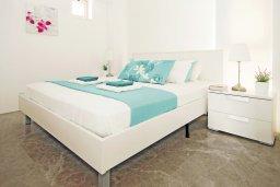 Спальня. Кипр, Каво Марис Протарас : Шикарный апартамент в 100 метрах от пляжа, с двумя спальнями и балконом с шикарным видом на море