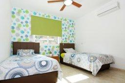 Спальня 2. Кипр, Каппарис : Стильный апартамент с большой гостиной, двумя спальнями и балконом, в комплексе с двумя бассейнами и теннисным кортом