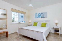 Спальня. Кипр, Ионион - Айя Текла : Роскошная вилла с 4-мя спальнями, с бассейном и зелёным двориком с барбекю, расположена в закрытом, тихом жилом комплексе