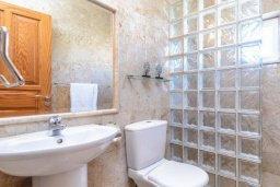 Ванная комната. Кипр, Ионион - Айя Текла : Роскошная вилла с 4-мя спальнями, с бассейном и зелёным двориком с барбекю, расположена в закрытом, тихом жилом комплексе