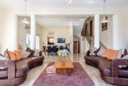 Гостиная. Кипр, Ионион - Айя Текла : Роскошная вилла с 4-мя спальнями, с бассейном и зелёным двориком с барбекю, расположена в закрытом, тихом жилом комплексе