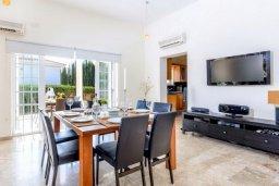 Обеденная зона. Кипр, Ионион - Айя Текла : Роскошная вилла с 4-мя спальнями, с бассейном и зелёным двориком с барбекю, расположена в закрытом, тихом жилом комплексе