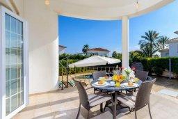 Терраса. Кипр, Ионион - Айя Текла : Роскошная вилла с 4-мя спальнями, с бассейном и зелёным двориком с барбекю, расположена в закрытом, тихом жилом комплексе