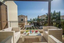 Балкон. Кипр, Ионион - Айя Текла : Роскошная вилла с бассейном в 50 метрах от моря, 3 спальни, 3 ванные комнаты, приватный дворик с уличным баром, барбекю, парковка, Wi-Fi