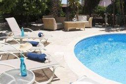 Зона отдыха у бассейна. Кипр, Пейя : Комфортабельная вилла с панорамным видом на море и на горы, с 3-мя спальнями, с бассейном и барбекю