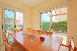 Обеденная зона. Кипр, Ионион - Айя Текла : Роскошная вилла в окружение пальм, с 3-мя спальнями, с бассейном, lounge-зоной и барбекю