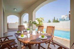 Обеденная зона. Кипр, Санрайз Протарас : Прекрасная вилла с 3-мя спальнями, с бассейном и солнечной террасой на крыше, расположена недалеко от пляжа Flamingo Bay