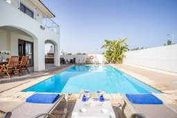 Бассейн. Кипр, Санрайз Протарас : Прекрасная вилла с 3-мя спальнями, с бассейном и солнечной террасой на крыше, расположена недалеко от пляжа Flamingo Bay