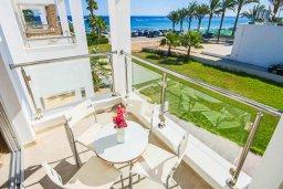 Балкон. Кипр, Санрайз Протарас : Современная вилла на побережье с 2-мя спальнями, солнечной террасой с патио и барбекю, расположена у песчаного пляжа Sunrise