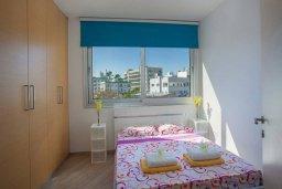 Спальня. Кипр, Фиг Три Бэй Протарас : Уютный апартамент с 3-мя спальнями и шикарным видом на море, в комплексе с общим бассейном