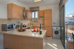 Кухня. Кипр, Фиг Три Бэй Протарас : Уютный апартамент с 3-мя спальнями и шикарным видом на море, в комплексе с общим бассейном
