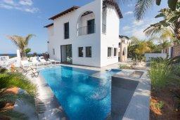 Фасад дома. Кипр, Коннос Бэй : Потрясающая вилла с 4-мя спальнями, с бассейном, уличным джакузи, прекрасным зелёным двориком и уютной lounge-зоной