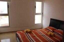 Спальня. Кипр, Санрайз Протарас : Уютный апартамент с отдельной спальней и видом на море, в комплексе с большим общим бассейном
