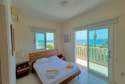 Спальня. Кипр, Коннос Бэй : Роскошная вилла с панорамным видом на море, с 4-мя спальнями, с бассейном, большим патио и бильярдом