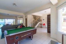 Гостиная. Кипр, Коннос Бэй : Роскошная вилла с панорамным видом на море, с 4-мя спальнями, с бассейном, большим патио и бильярдом