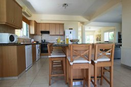 Кухня. Кипр, Коннос Бэй : Роскошная вилла с панорамным видом на море, с 4-мя спальнями, с бассейном, большим патио и бильярдом