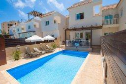 Фасад дома. Кипр, Коннос Бэй : Уютная вилла с видом на море, с 2-мя спальнями, с бассейном, с солнечной террасой на крыше и барбекю