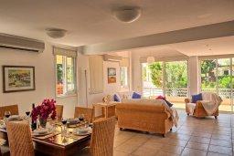 Гостиная. Кипр, Пернера Тринити : Шикарная вилла с 4-мя спальнями, с бассейном, красивым садом, патио и барбекю