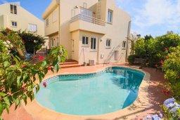 Фасад дома. Кипр, Пернера Тринити : Шикарная вилла с 4-мя спальнями, с бассейном, красивым садом, патио и барбекю