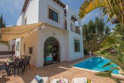 Фасад дома. Кипр, Коннос Бэй : Уютная вилла с 3-мя спальнями, с бассейном и барбекю, расположена на красивейшем побережье Протараса