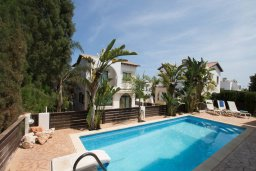 Бассейн. Кипр, Коннос Бэй : Уютная вилла с 3-мя спальнями, с бассейном и барбекю, расположена на красивейшем побережье Протараса