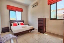 Спальня. Кипр, Коннос Бэй : Уютная вилла с 3-мя спальнями, с бассейном и барбекю, расположена на красивейшем побережье Протараса