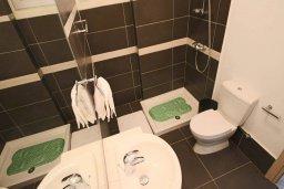 Ванная комната. Кипр, Пернера Тринити : Современный апартамент на побережье, с 2-мя спальнями, с балконом и шикарным видом на море