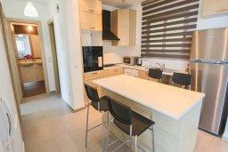 Обеденная зона. Кипр, Пернера Тринити : Современный апартамент на побережье, с 2-мя спальнями, с балконом и шикарным видом на море
