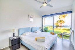 Спальня. Кипр, Пернера Тринити : Шикарный современный апартамент на побережье Ayia Triada, с 2-мя спальнями, с уютной верандой и потрясающим панорамным видом на море