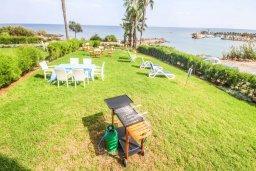 Территория. Кипр, Пернера Тринити : Шикарный современный апартамент на побережье Ayia Triada, с 2-мя спальнями, с уютной верандой и потрясающим панорамным видом на море