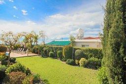 Территория. Кипр, Корал Бэй : Шикарное бунгало с видом на море, с3-мя спальнями, с бассейном и зелёным двориком с патио и барбекю