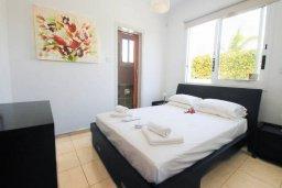 Спальня. Кипр, Корал Бэй : Шикарное бунгало с видом на море, с3-мя спальнями, с бассейном и зелёным двориком с патио и барбекю