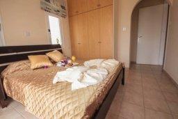 Спальня. Кипр, Корал Бэй : Уютная вилла с 3-мя спальнями, бассейном, патио и барбекю, расположена в тихом районе Coral Bay