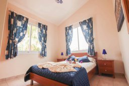 Спальня 2. Кипр, Корал Бэй : Уютная вилла с 3-мя спальнями, бассейном, патио и барбекю, расположена в тихом районе Coral Bay