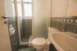 Ванная комната. Кипр, Корал Бэй : Уютная вилла с 3-мя спальнями, бассейном, патио и барбекю, расположена в тихом районе Coral Bay