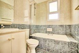 Ванная комната 2. Кипр, Корал Бэй : Прекрасная вилла с 3-мя спальнями, с бассейном, зелёным двориком и солнечной террасой с патио