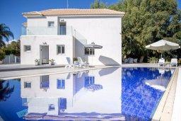 Фасад дома. Кипр, Каво Марис Протарас : Шикарная вилла с 4-мя спальнями, с большим бассейном и просторным зелёным садом с патио и барбекю